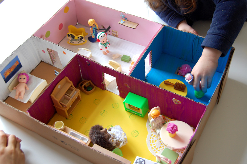 Sa maison est en carton add fun and mix - Comment faire une maison en carton ...